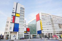La Haye installe un Mondrian géant sur sa mairie pour fêter son centenaire