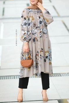 Loose and comfy tunic and pants set. Hijab Fashion Summer, Modest Fashion Hijab, Modesty Fashion, Muslim Fashion, Best Casual Dresses, Stylish Dresses, Casual Skirts, Dress Casual, Hm Outfits