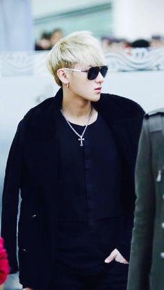 Тао 타오 Настоящее имя: 黄子韬 Хуан Цзытао 황지타오 Дата рождения: 2 мая 1993 Z.Tao — китайский рэпер, певец, актёр, автор песен и мастер боевых искусств, бывший участник южно-корейско-китайской группы EXO-М.
