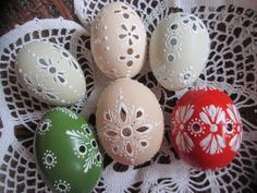 Do-it-yourself projects and craft ideas you can easily complete, no matter your skill level. Egg Crafts, Easter Crafts, Crafts To Sell, Diy And Crafts, Carved Eggs, Egg Tree, Egg Designs, Easter Holidays, Do It Yourself Projects