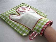 Easy Sewing Projects, Sewing Hacks, Sewing Tutorials, Sewing Art, Sewing Crafts, Sewing Patterns, Quilted Potholders, Sewing Aprons, Antique Quilts