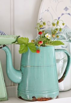Such a pretty color on this enamel coffee pot.
