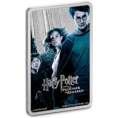 This officially licensed Harry Potter and the Prisoner of Azkaban™ movie poster coin is made from 99.9% pure silver and commemorates the third film in the HARRY POTTER™ series. Colour and engraving have been combined in this dark and brooding replica poster. It shows heroes Harry, Ron, Hermione along with Scabbers and Sirius Black, who both feature prominently in this film. The name of the movie shines out in silver. Harry Potter Movie Posters, Acrylic Display Case, Ron And Hermione, Prisoner Of Azkaban, Sirius Black, Silver Coins, Hogwarts, Snow Globes, Third