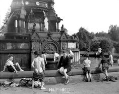 HARRY BENSON Glasgow Boys in Fountain 1956