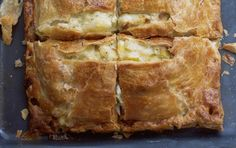 Κοτόπιτα Food N, Food And Drink, Greek Pita, Greek Cooking, Backyard Bbq, Greek Recipes, Pie Dish, Banana Bread, Snacks