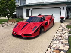 Canadian Dude Builds Jet-Powered Ferrari Enzo Dragster In His Garage Ferrari 2017, F12 Berlinetta, Jet Engine, Car Humor, Car Manufacturers, Drag Racing, Toys For Boys, Rolls Royce, Motor Car