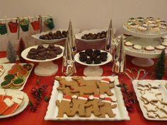 Christmas desserts on table Christmas Eve Dinner, Christmas Cooking, Christmas Candy, Christmas Treats, Christmas Holidays, Christmas Stuff, Christmas Decor, Merry Christmas, Dessert Drinks