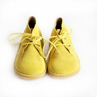 Amarelo    I admit that I will be jealous of the kid with these kicks.