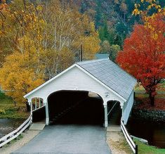 New England covered bridge > love the walkways on each side