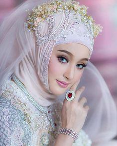 New Bridal Hijab Styles Veils Muslim Women 37 Ideas Beautiful Muslim Women, Beautiful Hijab, Beautiful Asian Girls, Muslim Wedding Dresses, Muslim Brides, Muslim Men, Muslim Hijab, Hijabi Girl, Girl Hijab