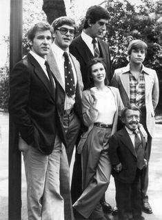 Harrison Ford, David Prowse, Peter Mayhew, Carrie Fisher, Kenny Baker, and Mark Hamill, waiting for bus.