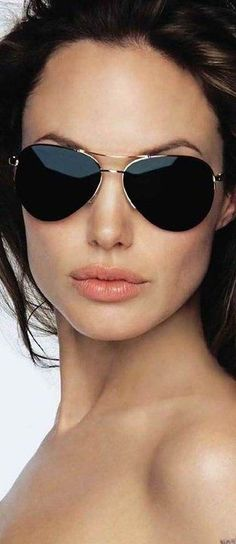 Angelina Jolie in aviator (Ray Bans) Look Fashion, Womens Fashion, Fashion Design, Fashion Trends, Street Fashion, Fashion Blogs, Cheap Fashion, Fashion Models, Fashion Online