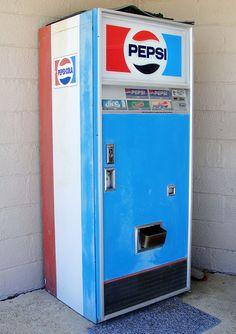 Vintage Pepsi Machine - Remember when cold glass bottles came out? Soda Vending Machine, Coke Machine, Vending Machines, Pepsi Ad, Diet Pepsi, Best Soda, Soda Machines, Good Ol, Ad Design