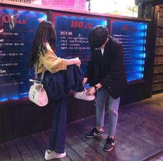 Ulzzang sweet couple uploaded by âñďřéâäåá on We Heart It Mode Ulzzang, Korean Ulzzang, Ulzzang Girl, Couple Goals, Cute Couples Goals, Girl Couple, Sweet Couple, Cute Relationship Goals, Cute Relationships