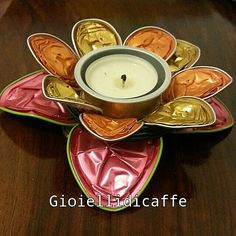 Portacandelina nespresso fiorito Home Crafts, Diy Crafts, Craft Projects, Projects To Try, Altered Tins, Coffee Cups, Tube, Candle Holders, Chandelier