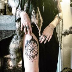 We present you our complete guide to the history, meaning and 110 models tattoos Vikings trend of the 2020 season for men and women. Viking Rune Tattoo, Pagan Tattoo, Witch Tattoo, Norse Tattoo, Armor Tattoo, Symbol Tattoos, Body Art Tattoos, Helm Of Awe Tattoo, Tattoo Ideas