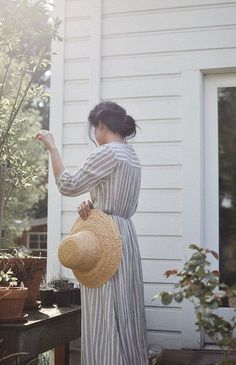 """oldfarmhouse: """" lilacremes: """"Vintage Details http://pin.it/5sVJNSP """" Love this scenario~Old Fashion Flair very charming! """""""