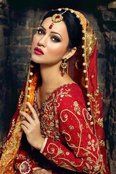@PinFantasy - Asian bride ~~ For more: - ✯ http://www.pinterest.com/PinFantasy/moda-~-elegancia-oriental-oriental-elegance/