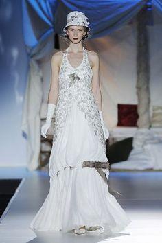 Inmaculada García se inspira en los años 20 para algunos de sus vestidos de novia para 2014. Como este, que nos ha enamorado. ¿Quieres ver más? http://www.boda.tv/Pasarela/gaudi-novias-2013/novia/inmaculada-garcia.htm