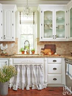 Chic Kitchen Designs country kitchen with white cabinets and granite counters Modern Country Kitchens, Country Kitchen Designs, Rustic Kitchen, New Kitchen, Vintage Kitchen, Kitchen Decor, Kitchen Country, Kitchen Ideas, Funny Kitchen