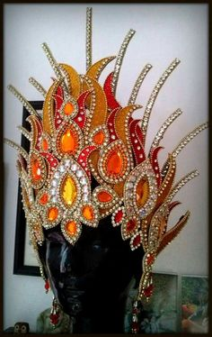 Bello! Carnival Outfits, Carnival Costumes, Cool Costumes, Dance Costumes, Halloween Costumes, Trinidad Carnival, Techniques Couture, Fantasy Costumes, Tiaras And Crowns
