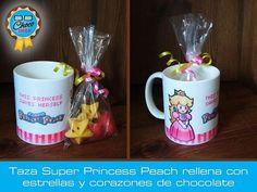"""""""Esta Princesa se salva sola!"""" - Para las más fiebres de Nintendo  Taza de cerámica decorada con Super Princess Peach, rellena con Estrellas y corazones #ChocoGeek"""