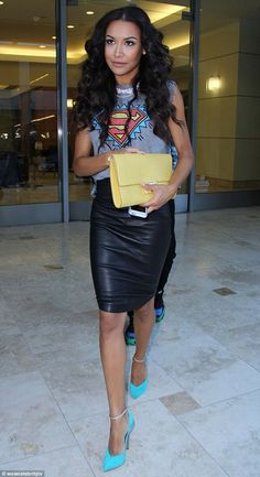 A fun and casual chic look by Naya Rivera. She has a comic print t-shirt, leather pencil skirt, yellow clutch & Casadei ankle strap pumps -Style 2 Looks Street Style, Street Style Summer, Looks Style, My Style, Curvy Style, Spring Style, Mode Outfits, Skirt Outfits, Fashion Mode