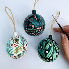 Diy Christmas Baubles, Cute Christmas Presents, Black Christmas Trees, Noel Christmas, Homemade Christmas, All Things Christmas, Winter Christmas, Christmas Themes, Christmas Decorations