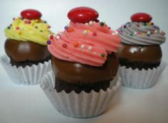 Cupcake Truffles + tute! (pic heavy) : holiday gifts and baking for coworkers, parties and groups on Craftster.org