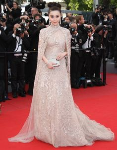 Fan Bingbing in Elie Saab Haute Couture at the 2012 Cannes Film Festival Couture Mode, Couture Fashion, Runway Fashion Looks, Iconic Dresses, Red Carpet Gowns, Blush Dresses, Special Dresses, Western Dresses, Celebrity Outfits