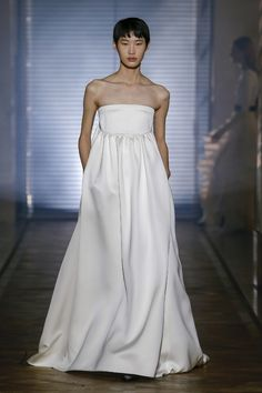 Une robe du défilé Givenchy haute couture printemps-été 2018