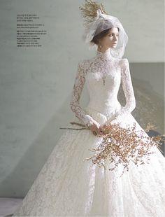 <마이웨딩>은 매달 웨딩드레스, 한복, 뷰티, 주얼리&워치, 혼수, 허니문, 웨딩 인포메이션, 리빙, 패션 등 예비신부들의 요구에 맞춘 웨딩 전반에 관련된 내용으로 구성된 잡지입니다. Bridal Dresses, Bridesmaid Dresses, Modest Wedding Dresses, Wedding Vintage, Wedding Bride, Wedding Ideas, Wedding Gowns, Dress Lace, Wedding Dress Capelet