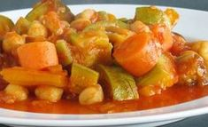 WW Vegetable and Chickpea Stew - Main Course and Recipe - recette facile - Vegetarian Recipes Healthy Recipes For Weight Loss, Weight Loss Meals, Healthy Snacks, Healthy Weight, Vegetarian Soup, Vegetarian Recipes, Weight Watchers Smoothies, Chickpea Stew, Vegetable Stew