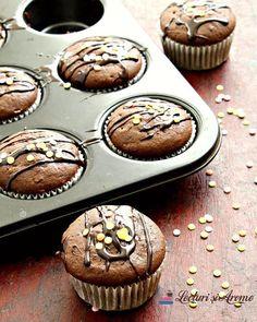 In dimineata asta m-am trezit cu gândul la aceste delicioase briose cu ciocolată. Încă e frig dimineata (tot 16 grade) si e momentul perfect pentru a da drumul la cuptor si coace ceva. ___***___ Reteta e pe blog. Link in bio. ___***___ Voi ce desert faceti in weekendu-ul asta? . . . . #lecturisiarome #cooking #Cookingday #baking #bakingday #chocolate #cupcakes #inmykitchen #onmytable #stil_life_gallery #f52grams #lecker #beautifulcuisines Healthy Recipes, Healthy Food, Muffin, Biscuit, Espresso, Smoothie, Latte, Breakfast, Ely