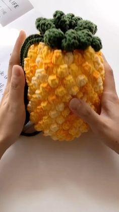 Crochet Fruit, Pineapple Crochet, Crochet Food, Crochet Gifts, Cute Crochet, Crochet Flowers, Crochet Bag Tutorials, Diy Crochet Projects, Crochet Flower Tutorial