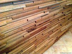 Ideas para casa.: Forrar paredes con listones de madera. Yo quiero una con tacos de madera cuadrados.