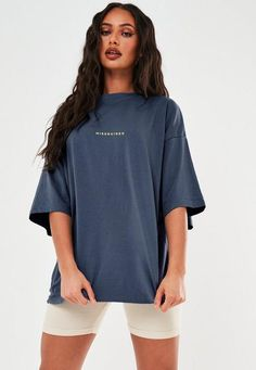 Baggy Tshirt Outfit, Oversized Shirt Outfit, Baggy Shirts, T Shirt And Shorts, Cool Shirts, Oversized Black T Shirt, Oversized Tops, Casual Dress Outfits, Short Outfits