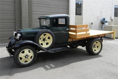 1931 FORD AA 1 1-2 TON FLATBED TRUCK