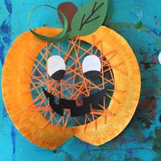 Froilein Kunterbunt Here is another window picture. - Fall Crafts For Kids Cheap Fall Crafts For Kids, Halloween Crafts For Kids To Make, Easy Fall Crafts, Art For Kids, Diy And Crafts, Diy Halloween, Fall Paper Crafts, Manualidades Halloween, Autumn Art