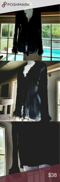VINTAGE  EFFECT BLACK  PLEATED W/ CIRCLE  TRIM AWESOME  HOBO TOP REALLY COOL PLEATED TRIMMED  SLEEVES  COLLAR  DOWN THE  FRONT REALLY BUBBLEY COUUUD BE WORN OVER YOUR  BATHING  SUIT. OR DRESS IT UP EVEN WITH JEANS  100 % POLYESTER IN BRAND NEW CONDITION EFFECI Tops Blouses
