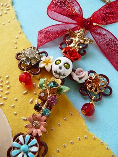 Little wire cross embellished with tiny salvaged jewelry bits and a handmade skull with rhinestone eyes- hangs on vintage chain with a glittery bow. Day of the dead cross ornament Cross Wallpaper, Day Of The Dead Party, Cross Art, Arts And Crafts, Diy And Crafts, Mexican Folk Art, Mo S, Metal Crafts, Art Day
