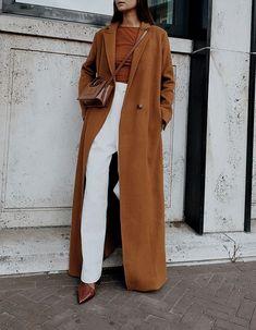 long camel coat Source by paceswest outfits Long Coat Outfit, Camel Coat Outfit, Coat Dress, Blue Puffer Jacket, Mode Mantel, Photo Portrait, Outfits Casual, Langer Mantel, Mens Winter Coat