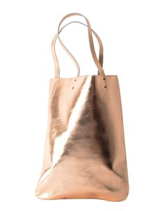 This spacious leather tote bag is perfect for the busy individual. The metallic leather adds a splash of thrill to otherwise dull winter outfits. Featuring two handles to make the shopper bag style. Gift Guide, Gifts For Women, Leather Bag, Rose Gold, Tote Bag, Casual, Clothing, Summer, Bags