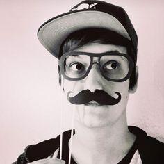 LeFloid - Ich feiere ihn einfach mega nich nur als YouTubeer sondern auch als Person ist er großartig. Mein klares Idol =)