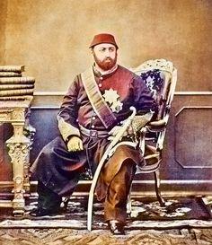 Bu dünya ne sultanlar, ne padişahlar gördü. Belki de bu resmi daha önce koymak lazımdı. Sultan Aziz haşmetinin zirvesinde iken.