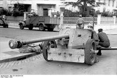 German crew of a 7.5 cm PaK 40 anti-tank gun resting in an Italian town, 1943