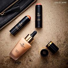 Hair And Beauty Salon, Beauty Tips For Hair, Giordani Gold Oriflame, Oriflame Beauty Products, Curling Hair With Wand, Beauty Night, Beauty Background, Night Makeup, Beauty Shots
