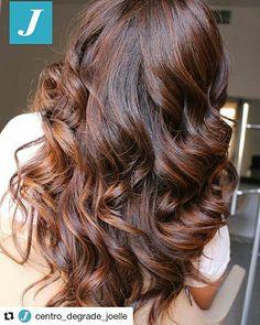 Intense e avvolgenti sfumature _ Degradé Joelle #cdj #degradejoelle #tagliopuntearia #degradé #igers #musthave #hair #hairstyle #haircolour #longhair #ootd #hairfashion #madeinitaly #matera #matera2019 #sassimatera