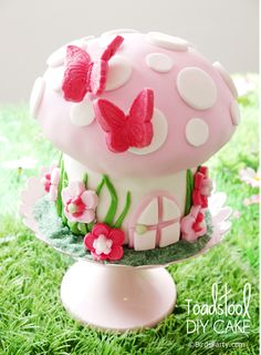 PARTY BLOG by BirdsParty|Printables|Parties|DIYCrafts|Recipes|Ideas: Pixie Fairy Birthday Party Ideas: Step-by-Step on How to Make a Toadstool Birthday Cake!