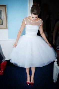 A-Linie Stoffblume Chiffon Vintage Hochzeitskleid Knielang #Standesamtkleid #Hochzeitskleid http://goo.gl/jmCCU0